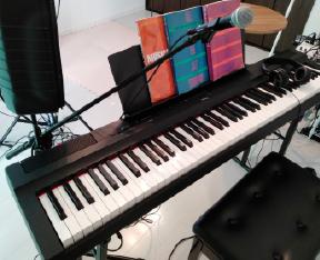 レッスンに使っている電子ピアノ